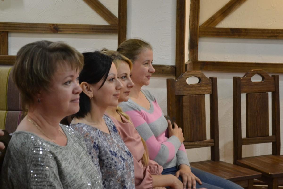 Вот они - лица хрупких женщин волонтеров. У добровольцев не всегда есть время - у них есть сердце.